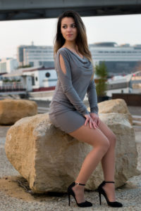 Photo glamour femme paris en extérieur